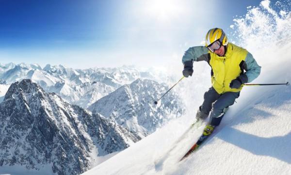 кататься на горных лыжах зимой